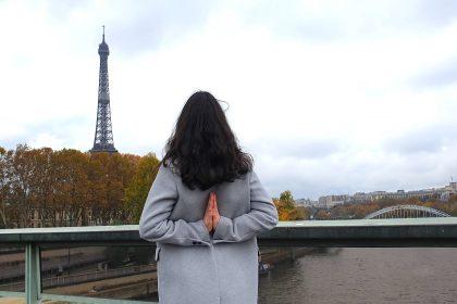 Marie Shanti Yoga face à la Tour Eiffel